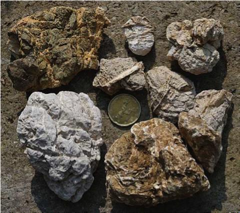 Archäologische Ausgrabung Chieming Stöttham Diamiktit korrodierte Gerölle Säurefraß Karbonatschmelze
